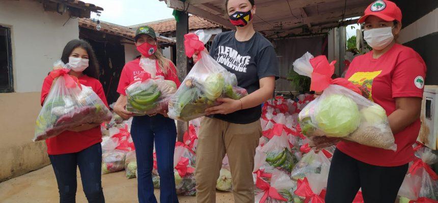 Comunidades do MST doam 18 toneladas de alimentos para mais de mil famílias em Londrina (PR)
