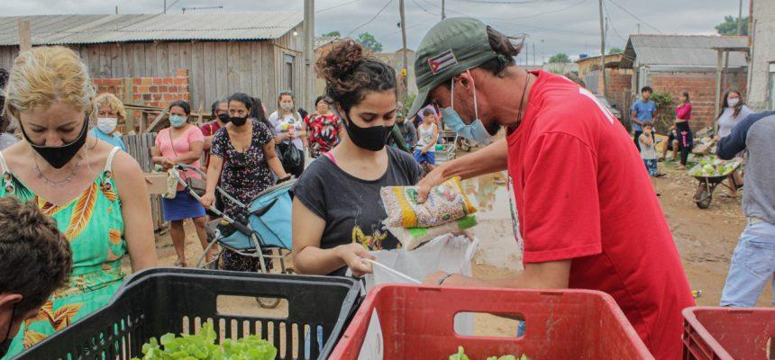União do campo e da cidade doa mil cestas e mais de 3 mil marmitas em Curitiba e região
