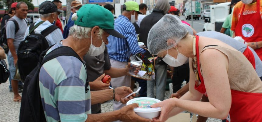 MST distribui mais de 30 mil marmitas em Curitiba e região metropolitana