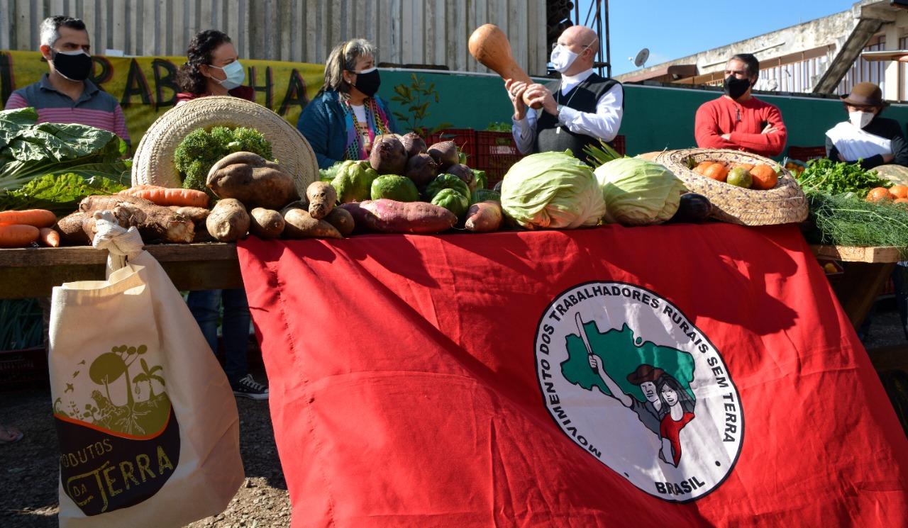 """""""A unidade vence a fome"""", diz secretário da CNBB durante ação solidária em Curitiba"""