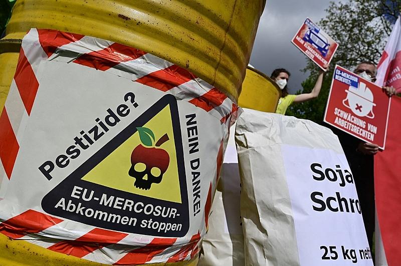 Agrotóxicos proibidos em diversos países viajam o mundo em produtos brasileiros