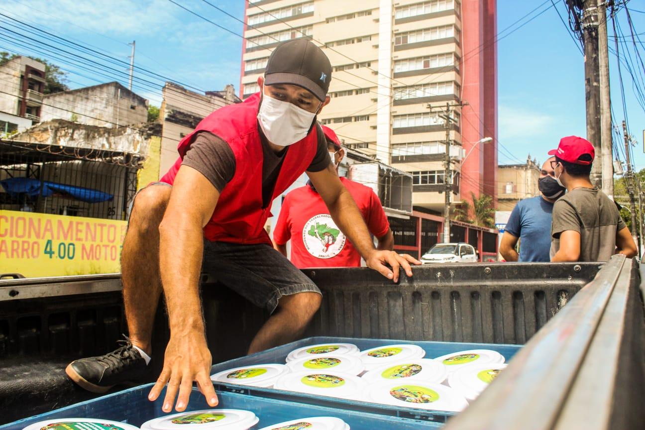MST inicia distribuição de marmitas para população em situação de rua em Maceió