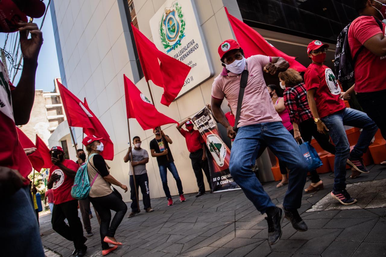 Após atentado, ocupação do MST no Recife conquista terrenos para construção de moradias populares