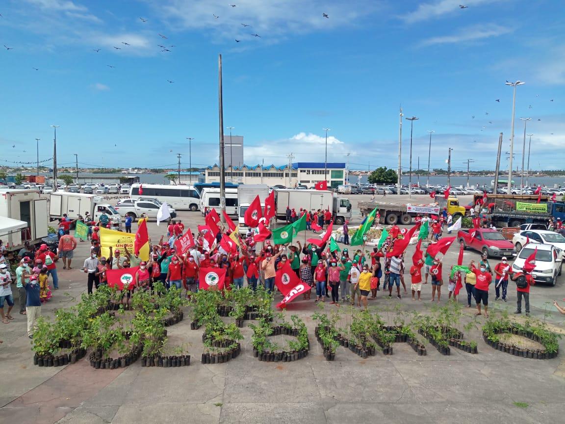 MST Sergipe realiza ato contra fome para celebrar o Dia do/a Trabalhador/a Rural