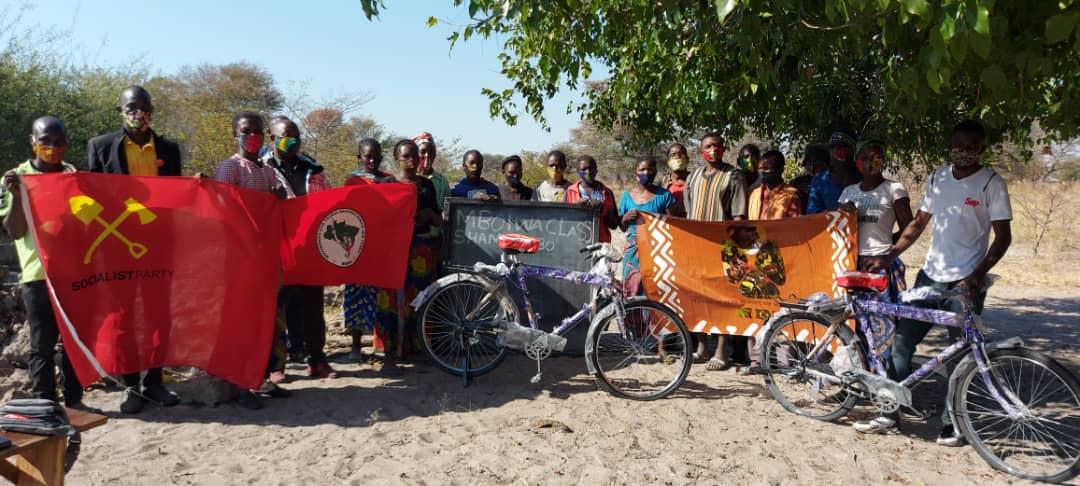 Camponeses zambianos recebem primeiras bicicletas para favorecer campanha de alfabetização no país