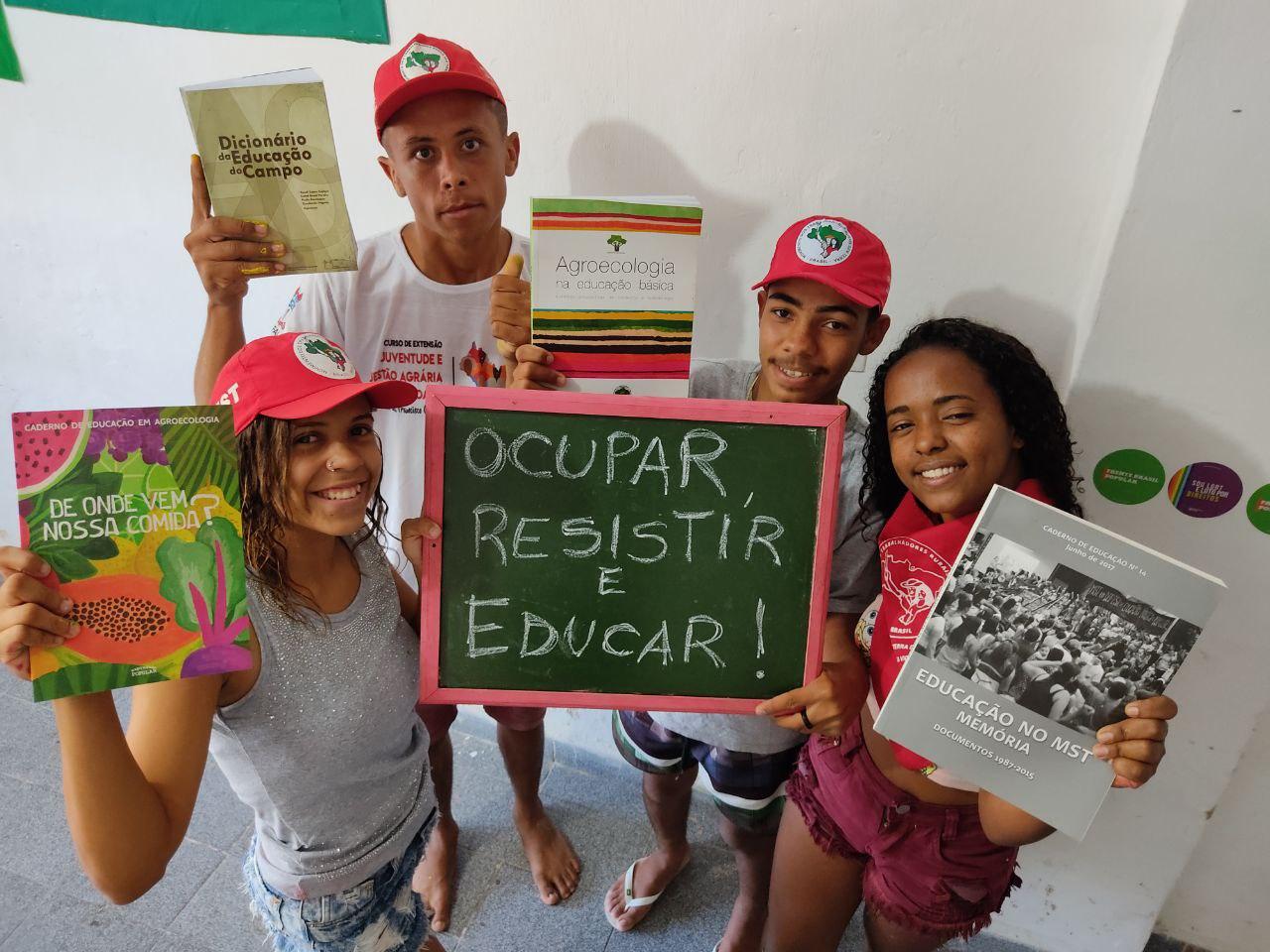 Jovens do MST inauguram rede de bibliotecas populares em homenagem a Paulo Freire em Alagoas